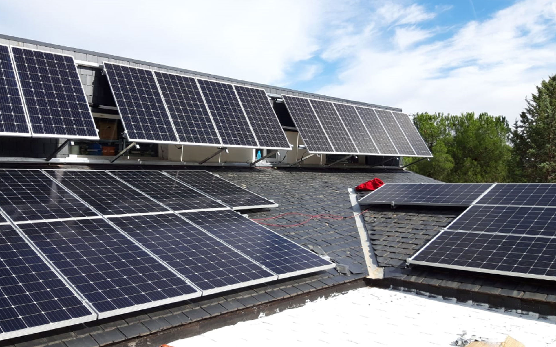 abatec-instalaciones-obras-realizadas-instalacion-fotovoltaica-en-vivienda-01